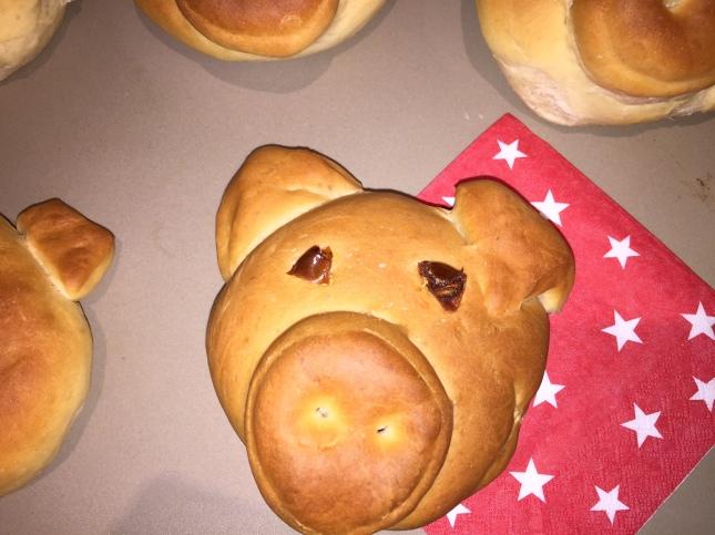 #Hefeteig #Glücksschweinchen #Hefeteig-Schweinchen #Thermomix #Zauberstein